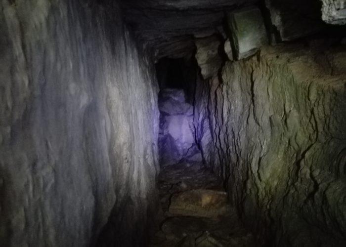 L'ingresso geometrico della grotta numero TLU 166, non vedeva il passaggio dell'uomo da almeno 40 anni.
